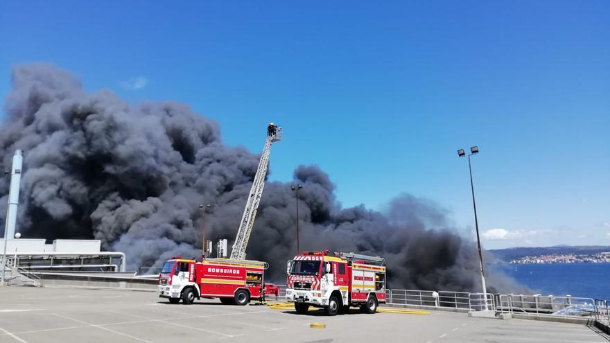 Preocupación por los depósitos de amoníaco en el gran incendio de Jealsa en Boiro