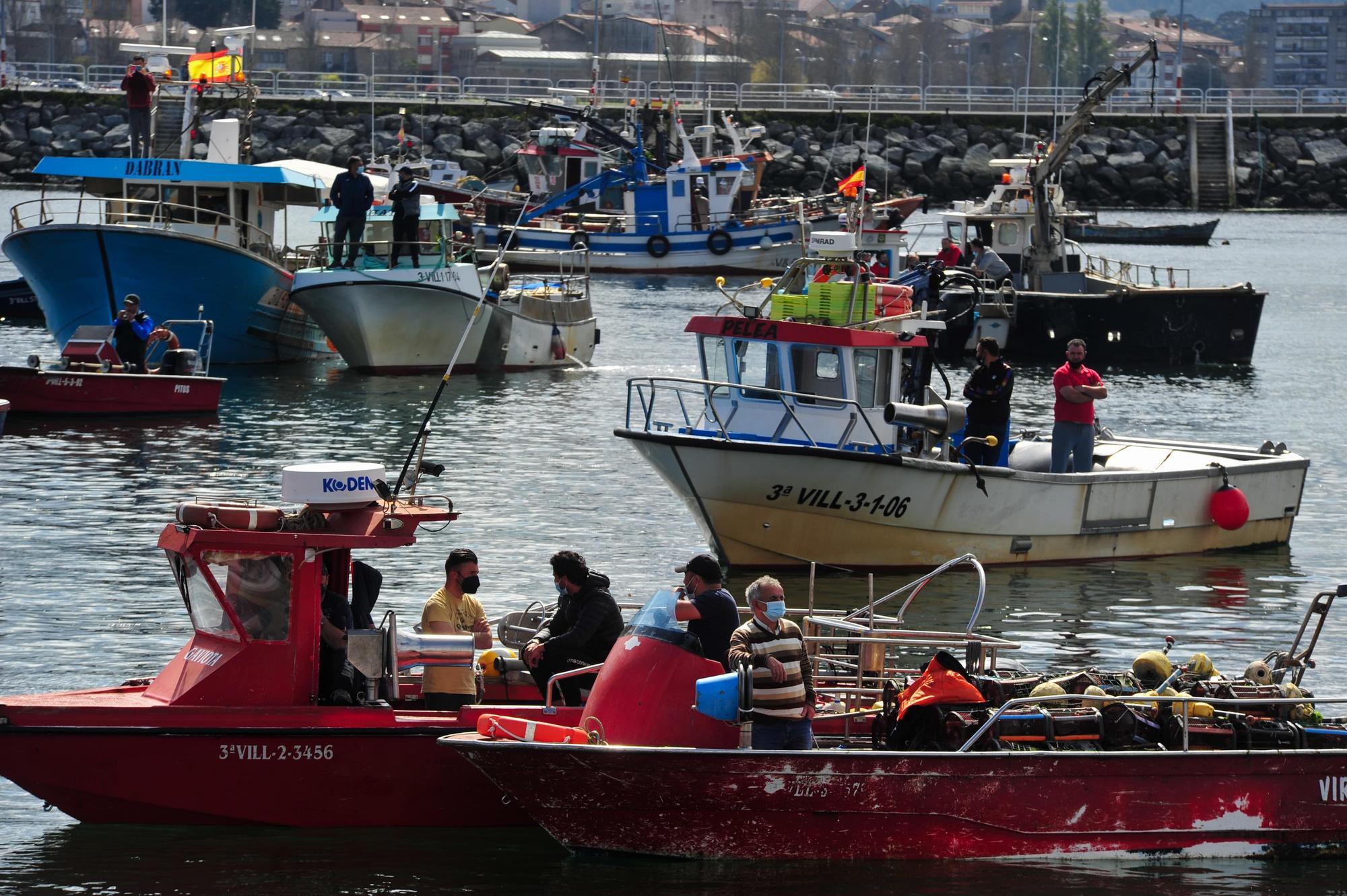 La protesta desarrollada por la flota de Cambados contra el reglamento de la UE, ayer.    Iñaki Abella (5)-min.jpg