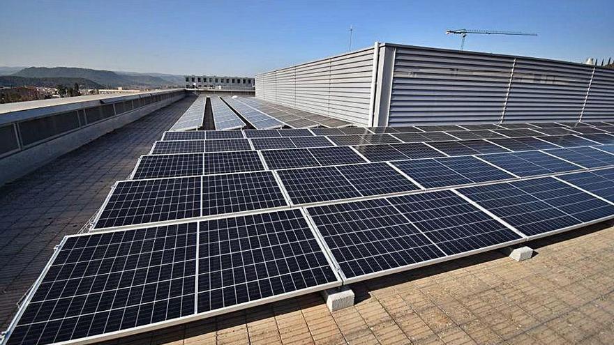 UManresa instal·la 303 plaques solars a la teulada de l'edifici principal del centre