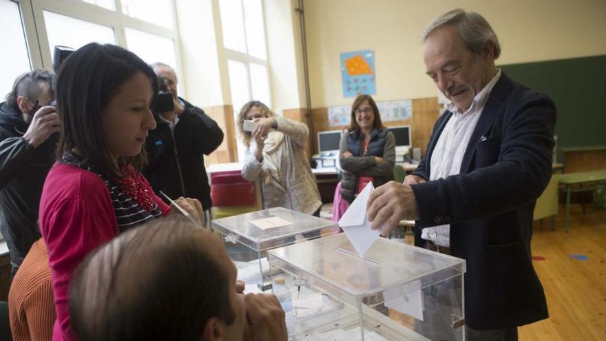Piden casi 2.000 euros de multa para un ovetense por no acudir a la mesa electoral como suplente