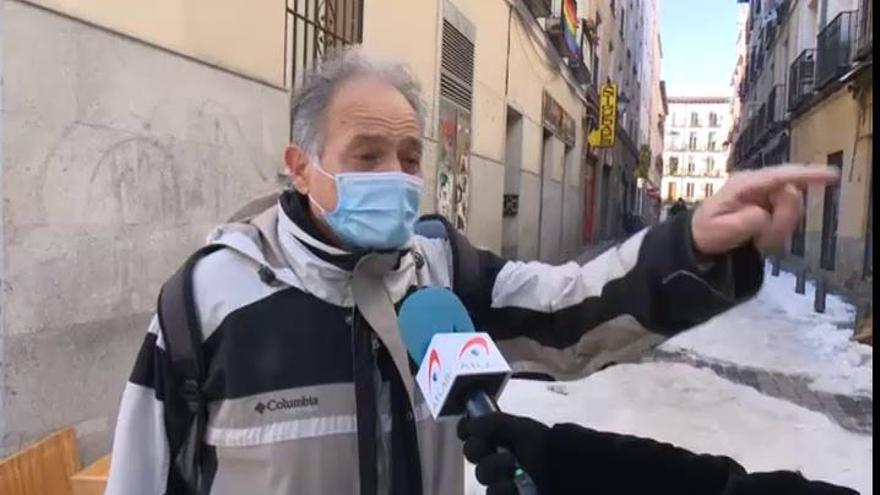 Miles de calles en Madrid siguen cubiertas de nieve una semana después del temporal