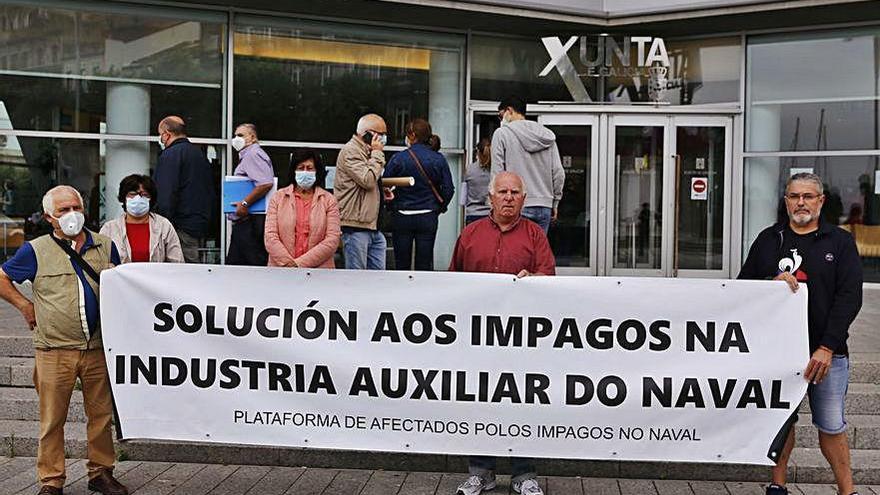 Afectados por impagos del naval llevan sus protestas ante la sede de la Xunta