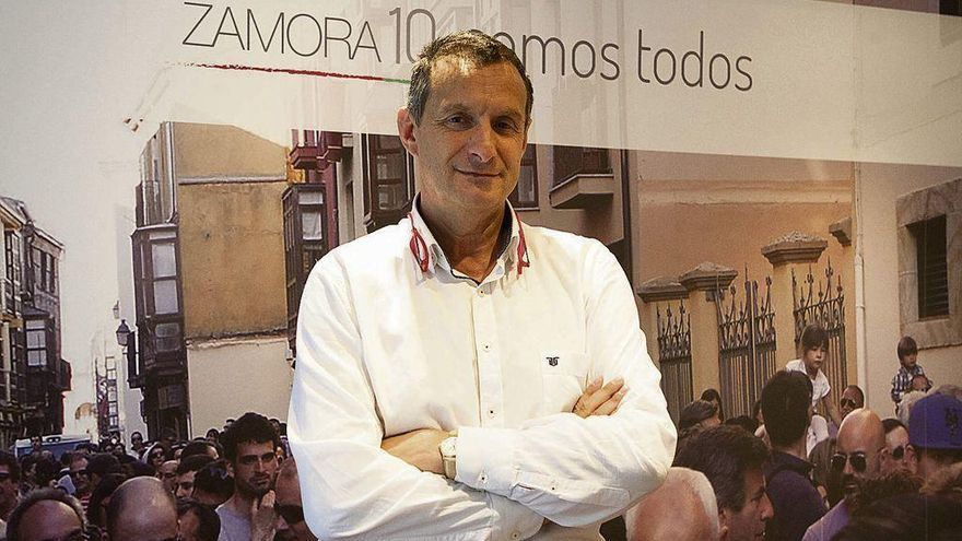 Francisco Prieto en la oficina de Zamora 10, ubicada en San Torcuato.