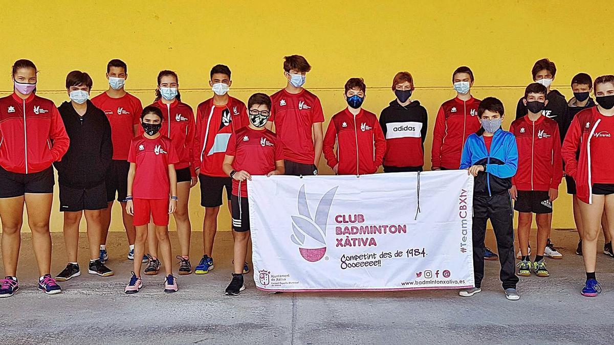 Los deportistas del Club Bádminton Xàtiva en el torneo territorial disputado el pasado fin de semana en El Campello. | JAVIER ALCÁZAR
