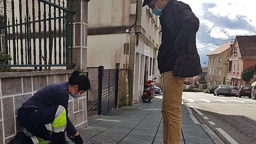 Concello y Augas peinan el alcantarillado de Daniel Castelao para atajar el vertido en O Con