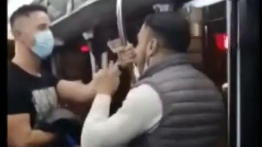 Un jove agredeix un agent que el va esbroncar per no portar mascareta