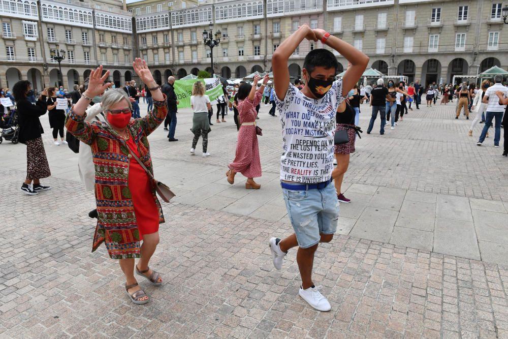 Manifestación con baile de las escuelas de danza