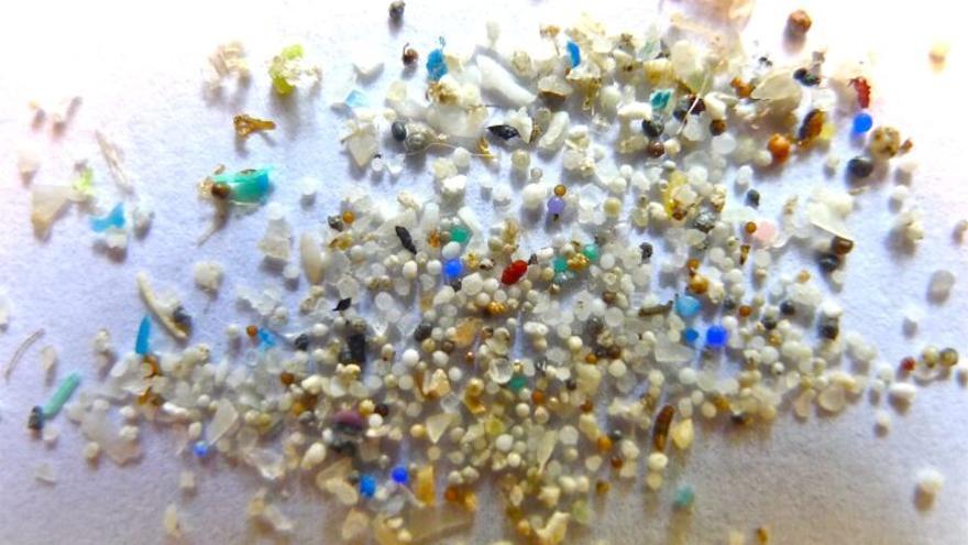 Salud y cambio global (6): Los  Microplásticos ya invaden nuestro cerebro, pulmones…