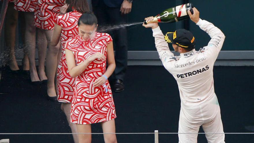 La F1 farà servir nens per substituir les hostesses