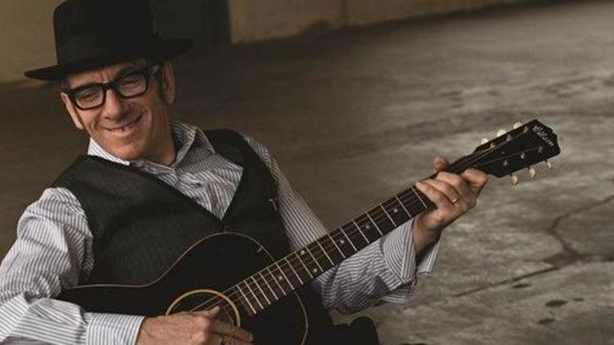 """Elvis Costello cancela su gira por un cáncer """"agresivo"""""""