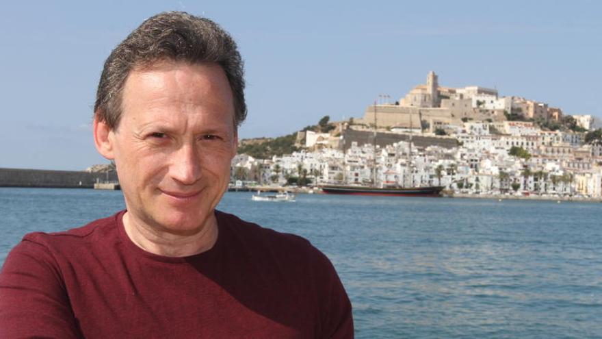 Bernard Hiller presenta en Ibiza su libro 'Deja de actuar. Empieza a vivir'
