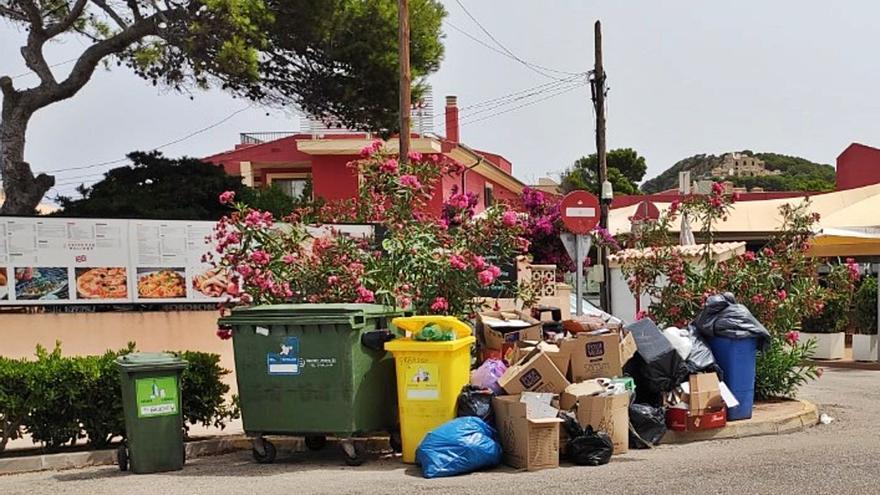 El hedor se adueña de Capdepera en el tercer día de la huelga de basuras
