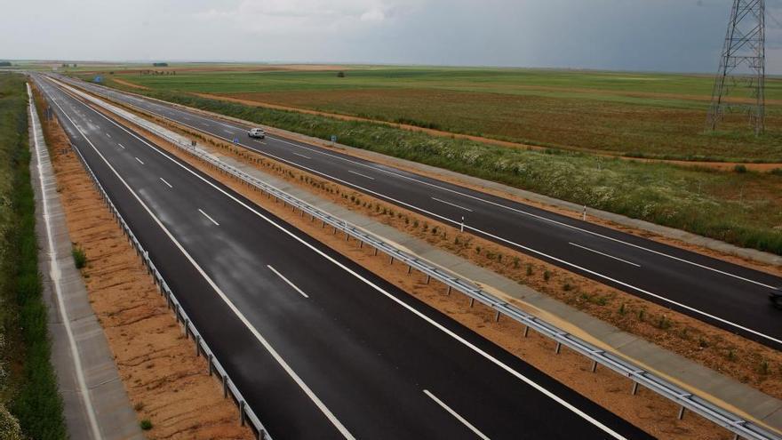 Imagen de la autovía A-66 a la altura de la localidad zamorana de Montamarta.