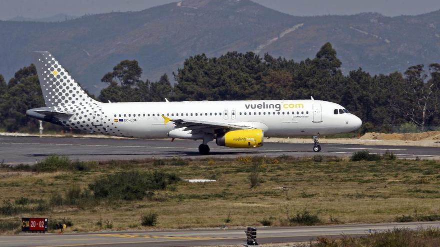 Vueling comercializa dos vuelos diarios Vigo-Barcelona en julio pero reduce su programación