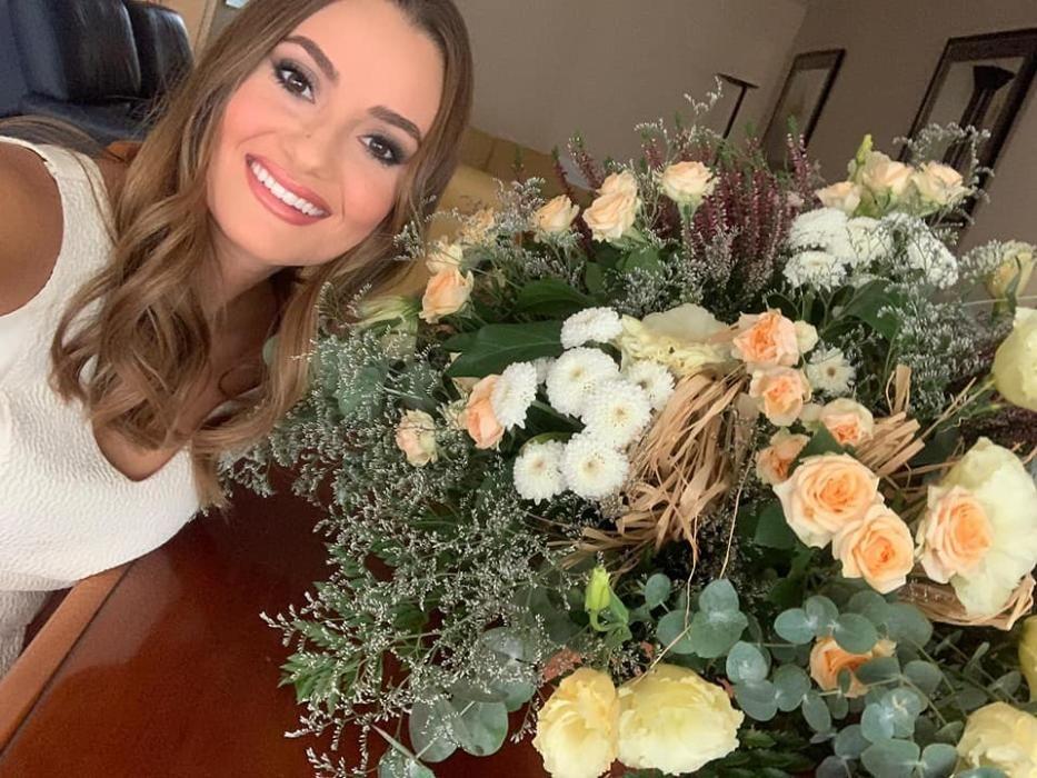Con el ramo de flores del sector y la agrupación Roqueta-Arrancapins tras su elección en la corte
