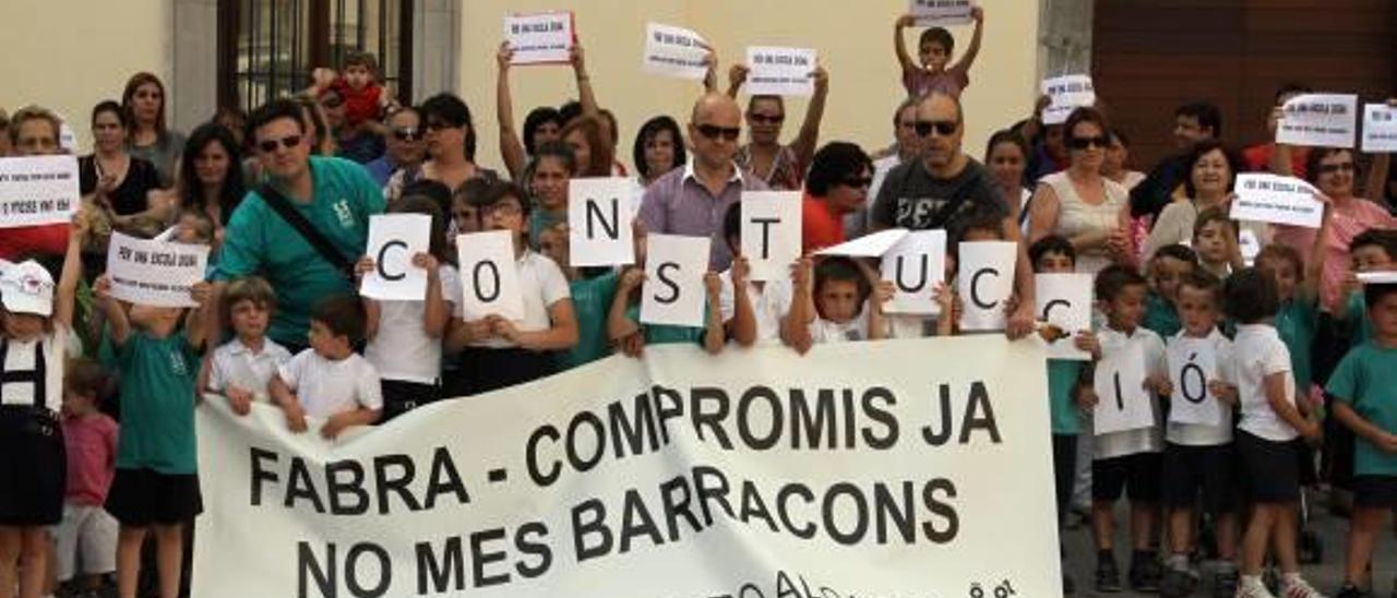 Padres del Pedro Alcázar convocan nuevas movilizaciones tras el plante de Educación