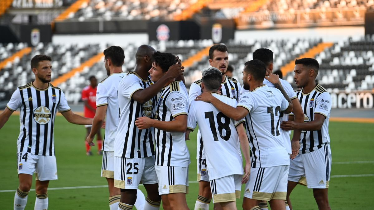 El Badajoz celebra uno de sus goles.