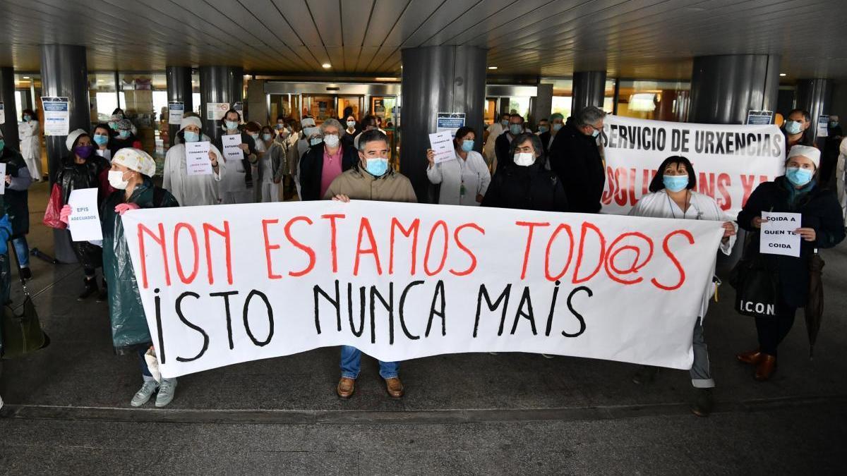 Protesta del personal sanitario en Montecelo, el pasado abril. // G. Santos