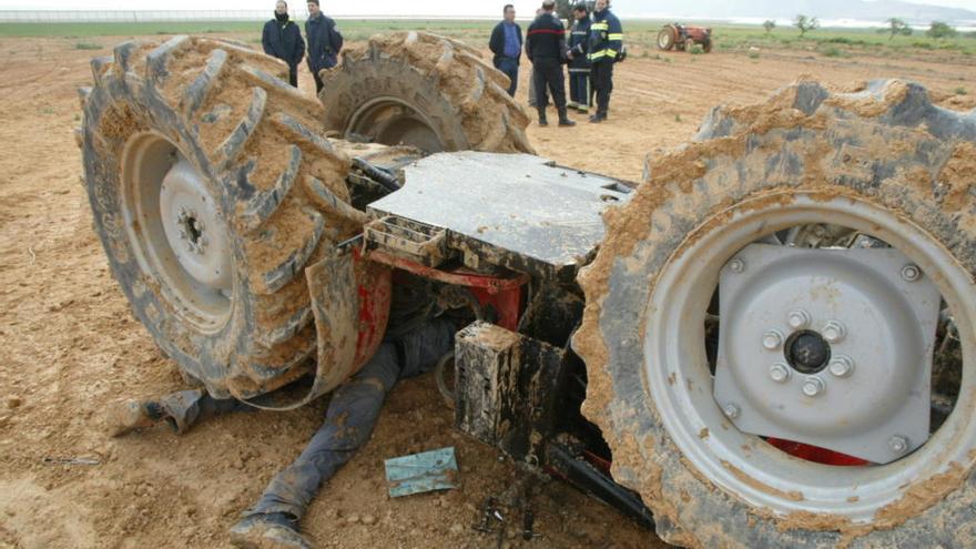 Muchos vuelcos mortales de tractor no se consideran accidentes laborales