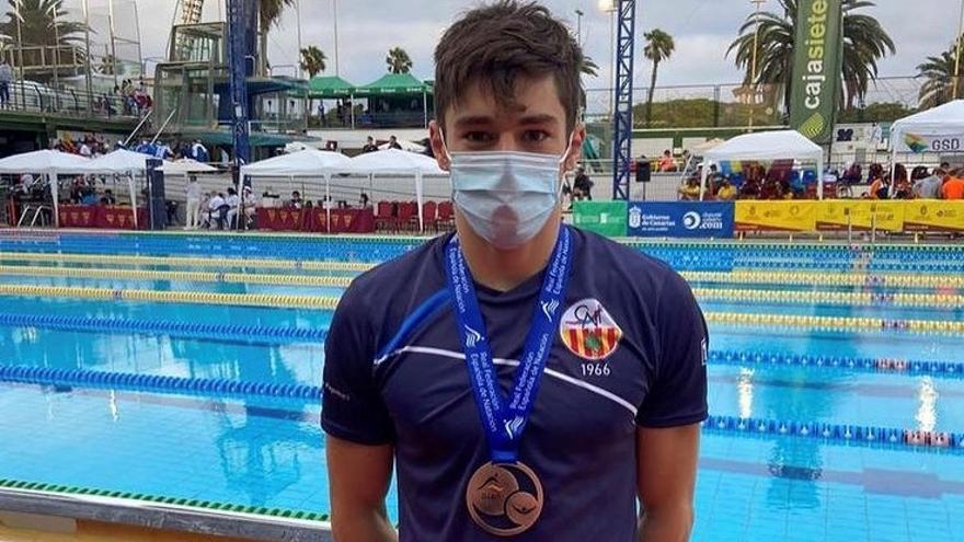 Pere Anson, nedador del Club Natació Figueres, medalla de bronze en 200 m braça al campionat d'Espanya Júnior