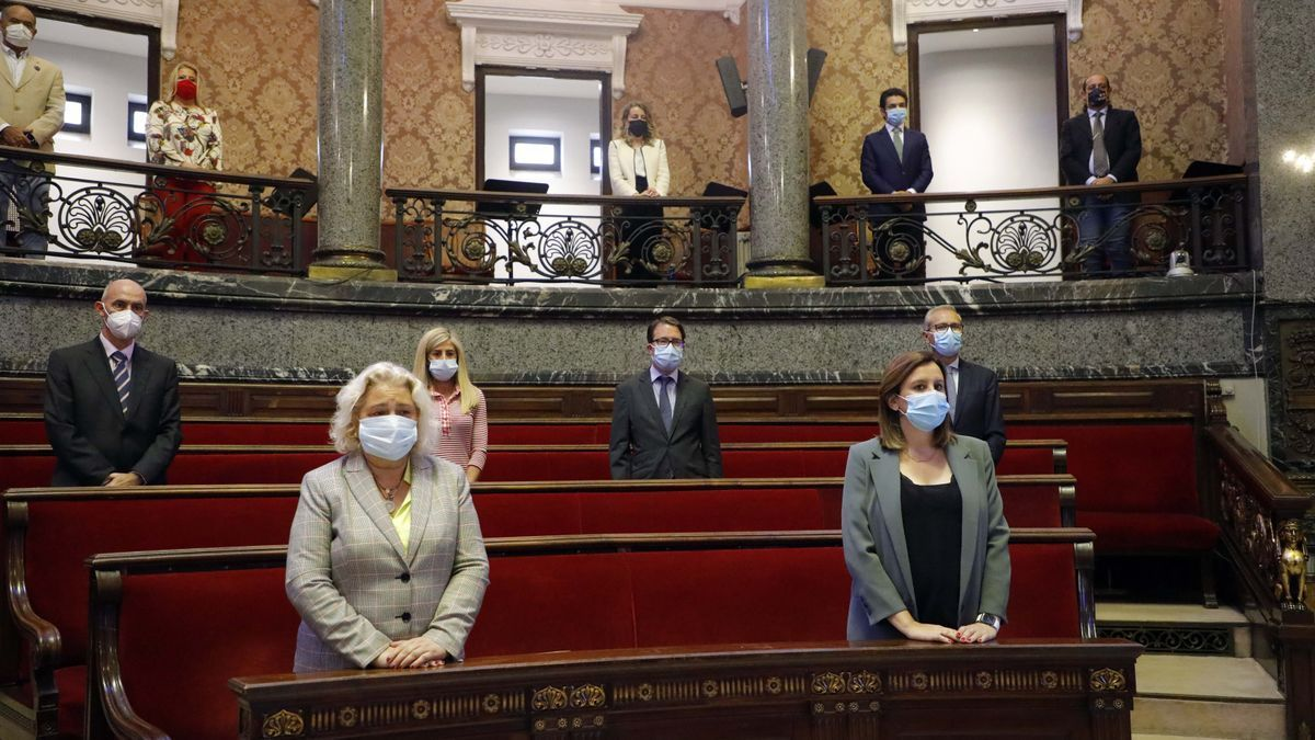 Imagen del pleno del Ayuntamiento de València con Català a la derecha