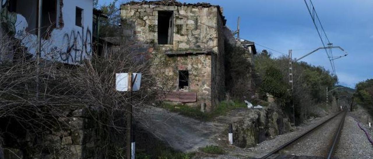 Pueblo abandonado de Barxelas, en Ourense.     // BRAIS LORENZO