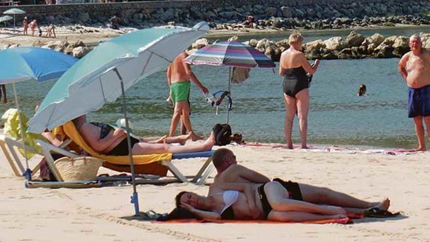Strand von Port de Sóller noch wochenlang ohne Liegen