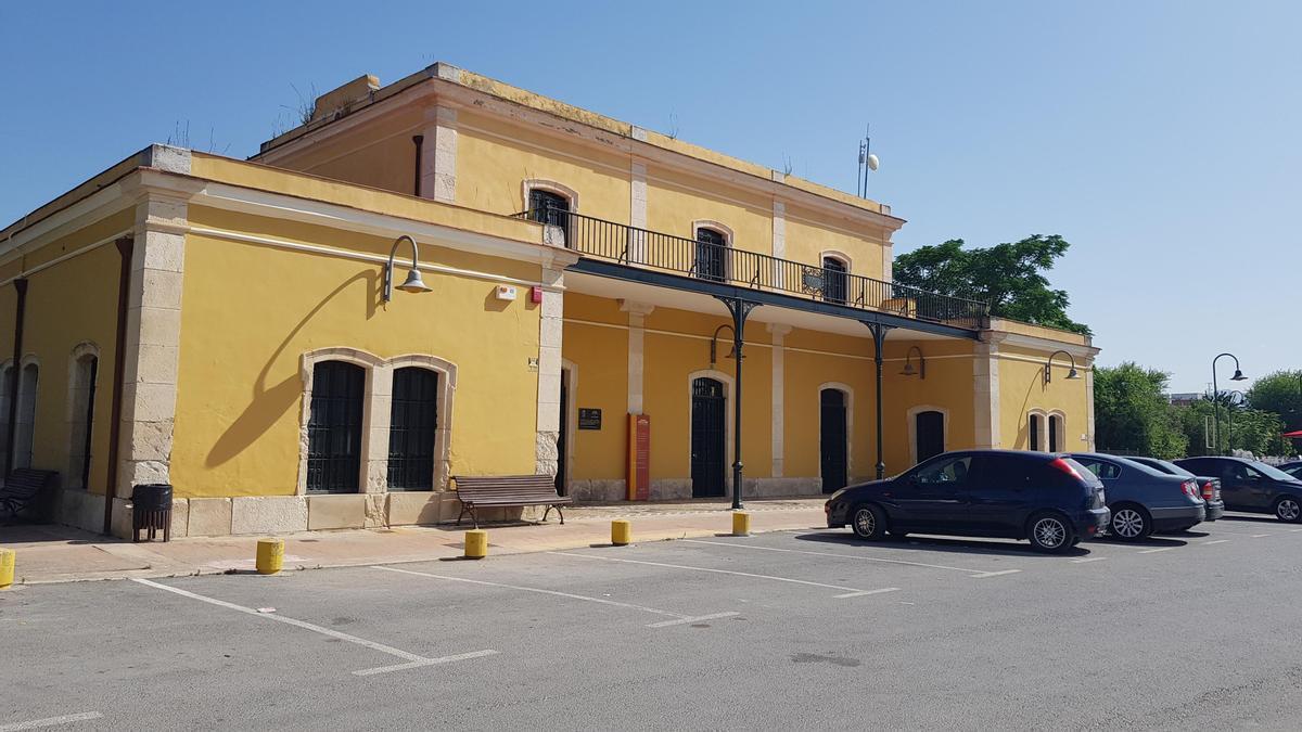 Edificio de la antigua estación donde se instalará la DO Aceites de Lucena