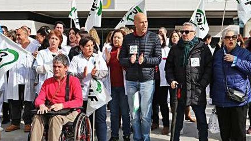 La sentencia contra el decreto del catalán descoloca a Sanidad y pone en alerta a los médicos
