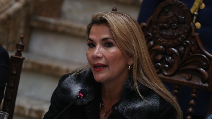 Jeanine Áñez se descompensa en prisión