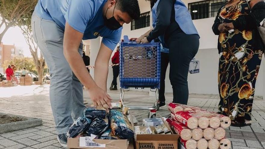 Inpavi reparte alimentos para más de 500 familias malagueñas