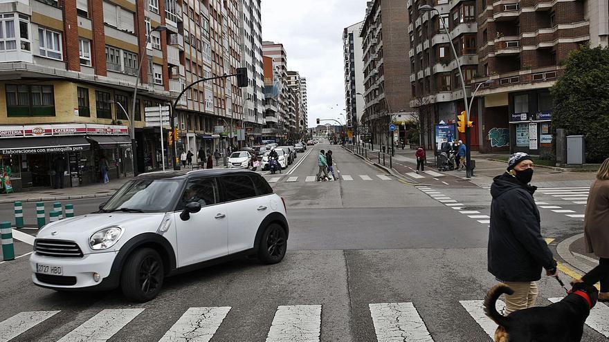 El tercer carril de la avenida Castilla divide a los comerciantes