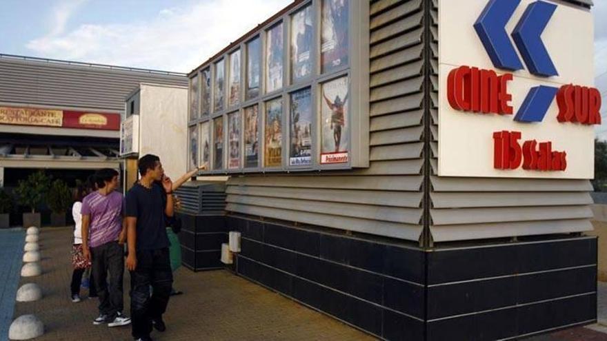 El cine comercial regresará el próximo viernes con la reapertura de CineSur El Tablero