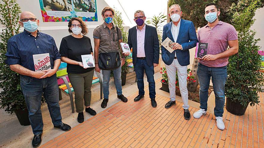 Compromís dona a Gandia cinco libros LGTBI «vetados» en Castelló