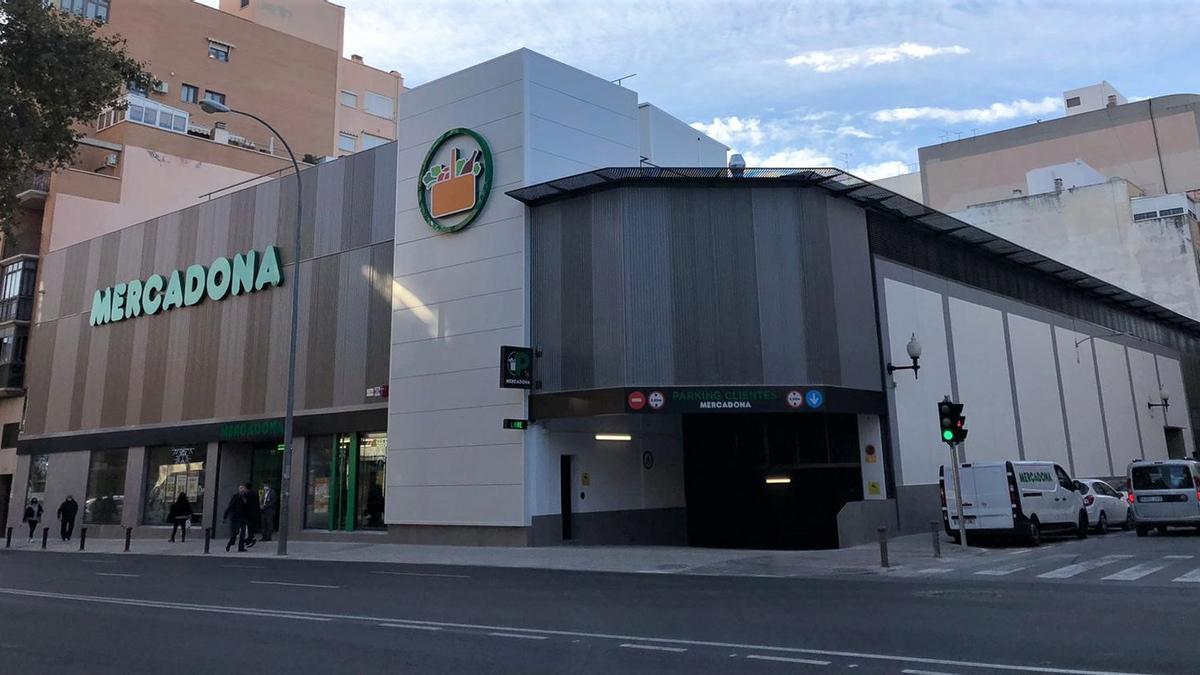 Imagen exterior del supermercado remodelado en la avenida de Orihuela de Alicante.