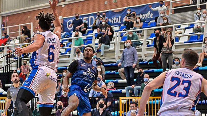 Crónica, vestuarios y opinión de la victoria en el último segundo del Oviedo Baloncesto ante el Alicante (63-62): Speight hace estallar Pumarín