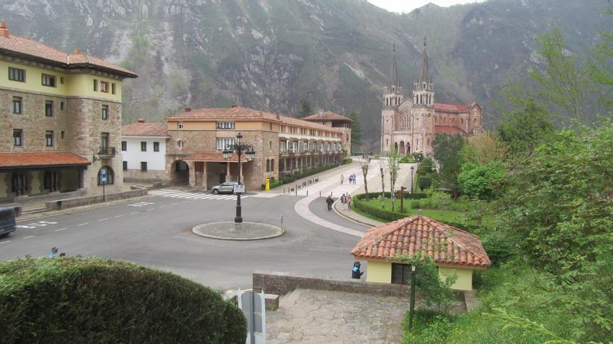 Covadonga, final de la primera etapa de la Vuelta a los Valles Mineros, el martes, en modo contrarreloj desde Cangas de Onís