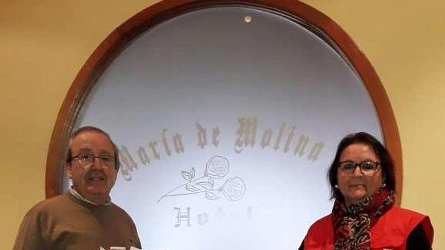 Feliciano de la Calle y Francisca Hernández presentan la campaña.