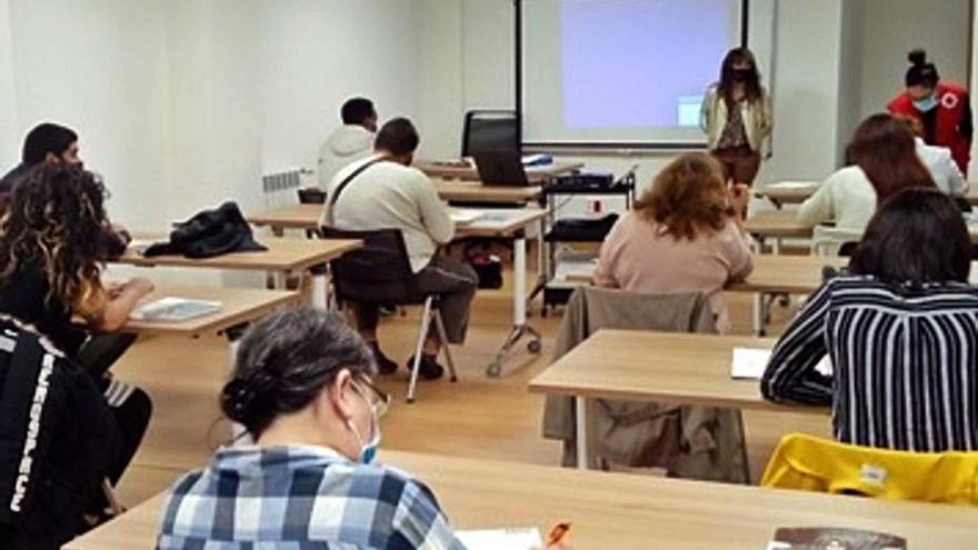 Cruz Roja ofrece cursos para facilitar el acceso al mercado laboral a desempleados