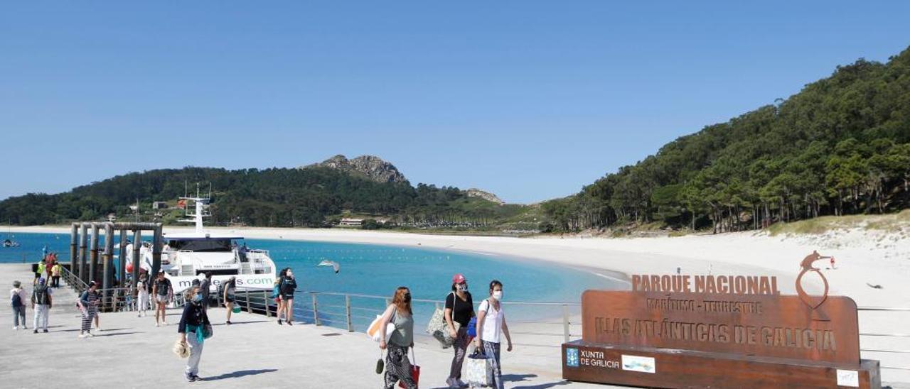 Cíes recibe a los primeros visitantes desde Vigo y Cangas