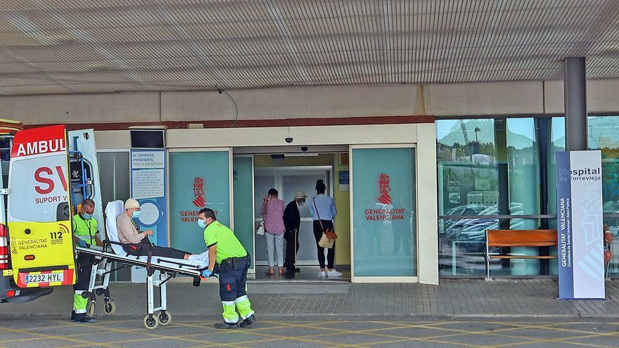Los sindicatos alertan de que la falta de personal repercute en los servicios del hospital de Torrevieja