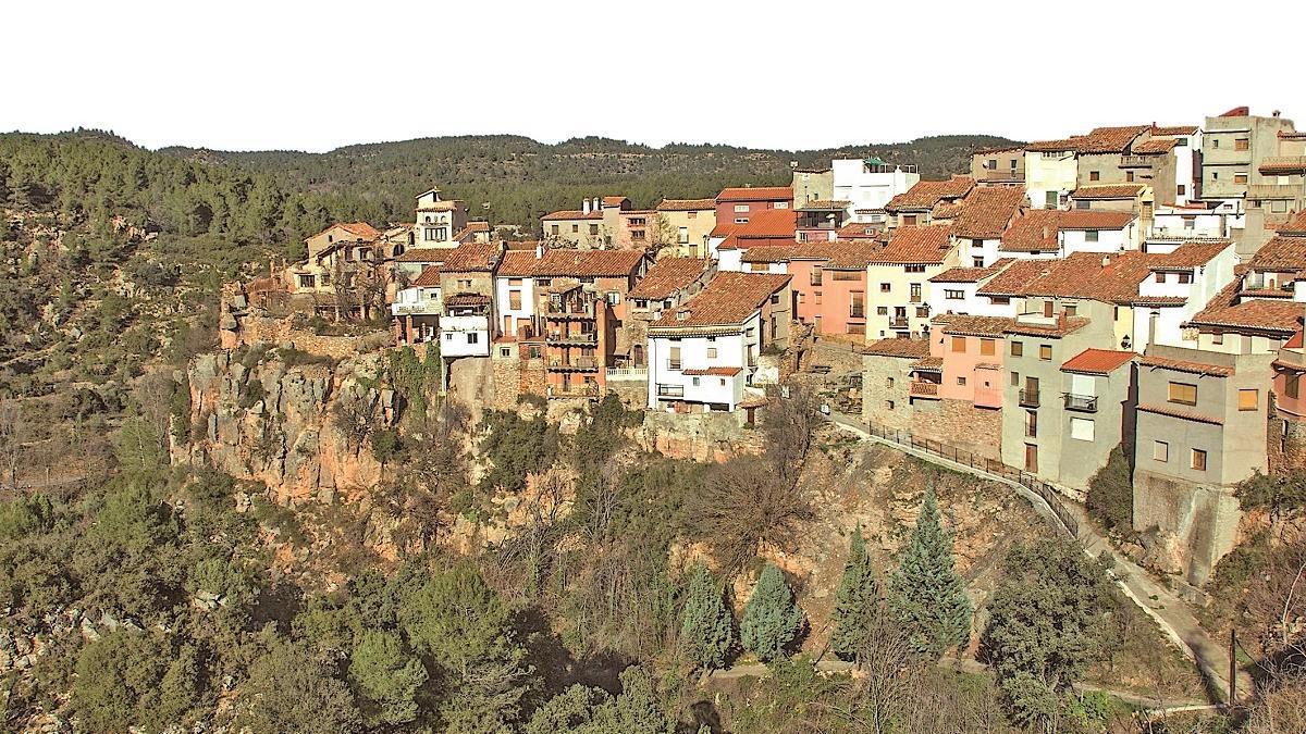Fuente de la Reina, las casas colgantes de la Sierra Espadán