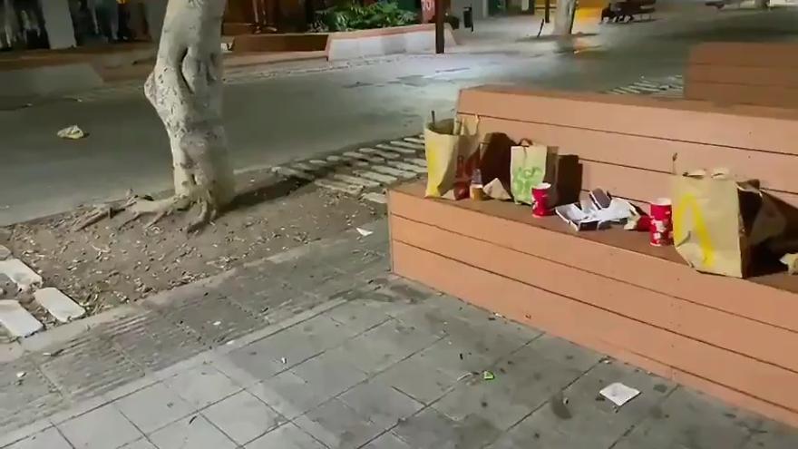 La basura campa en la avenida peatonal de Mesa y López