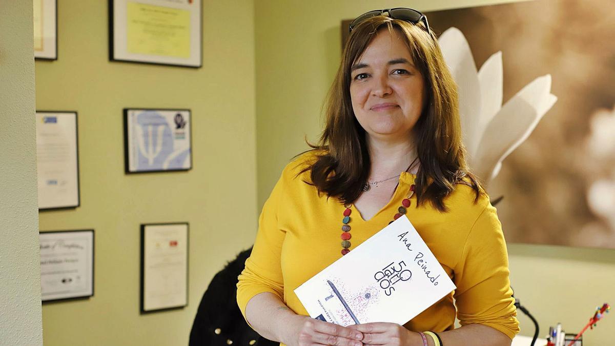 «'50 latidos' no es un libro de autoayuda, es un manual de instrucciones emocionales»