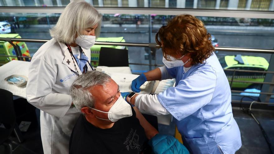 Solo el 0,18% de los vacunados con AstraZeneca en España ha tenido efectos adversos