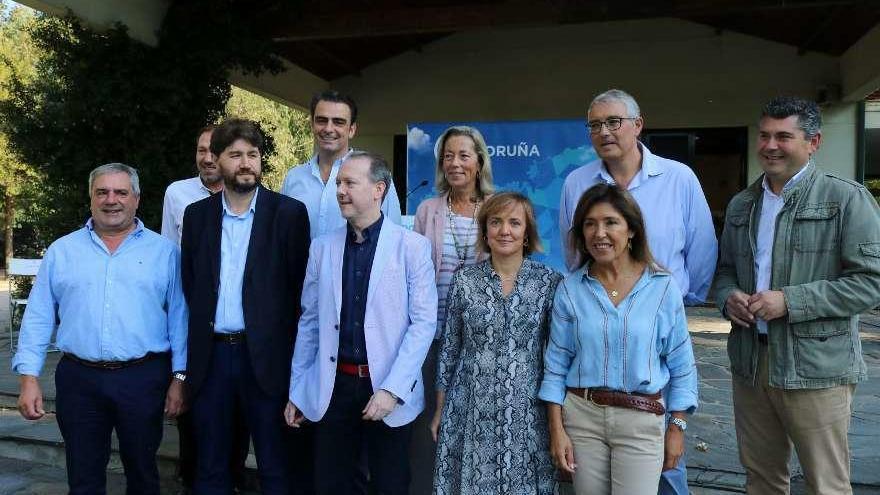 Juan Ábalo, candidato del PP en Cambre e Izaskun García Gorostizu, en Culleredo