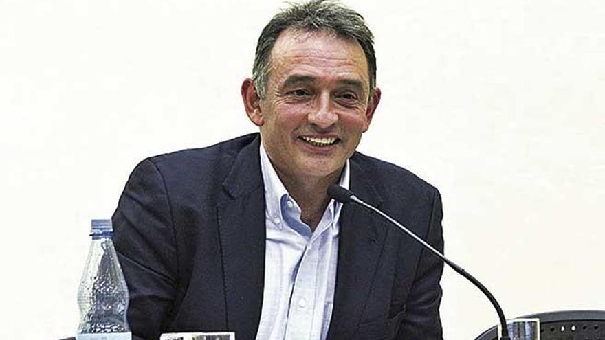 """Enrique Santiago: """"Fue más difícil negociar con Podemos y el PSOE que en la selva colombiana"""""""