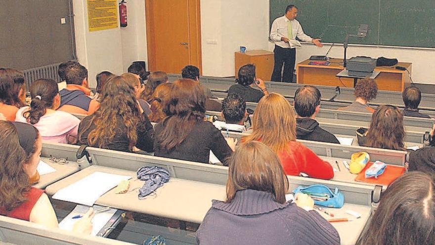 El Gobierno plantea a las universidades grados de tres años y titulaciones duales