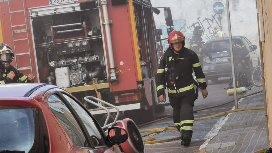Susto por un fuego en un garaje de la calle San Roque
