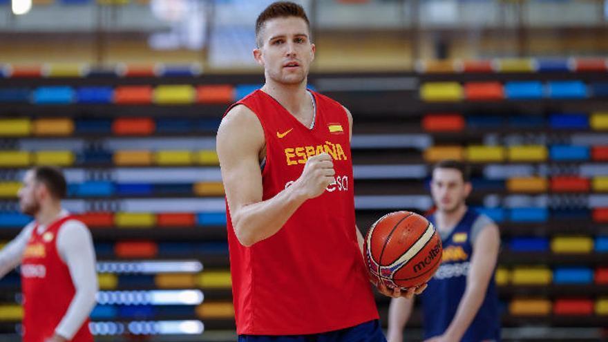 La selección española más amarilla inicia su camino al Mundial